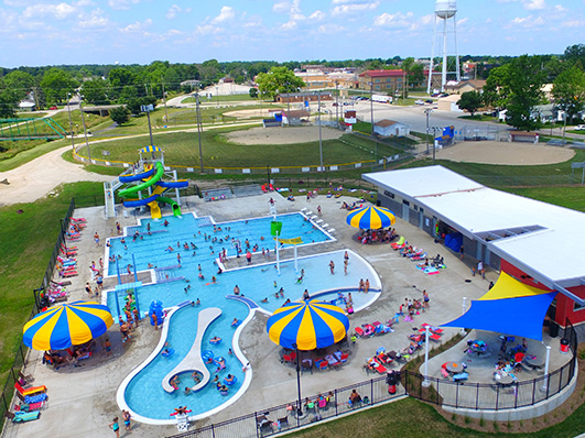 Families enjoying the Portland Water Park in Indiana